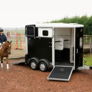 2 paards paardentrailer (Williams)