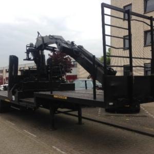 Trekker oplegger mogelijk te gebruiken met kraan max 6000 kg, driedelig